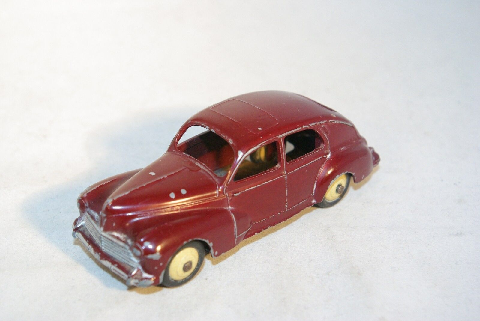 DINKY TOYS 24R 24 R PEUGEOT 203 MAROON EXCELLENT CONDITION