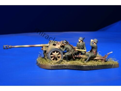 Zvezda 6257 7.5 cm PaK-40 with Crew 3 figures //german anti-tank gun// 1//72