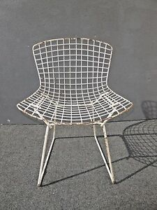 Vintage-Mid-Century-White-Metal-Wire-Accent-Chair-Harry-Bertoia-Eames-Style