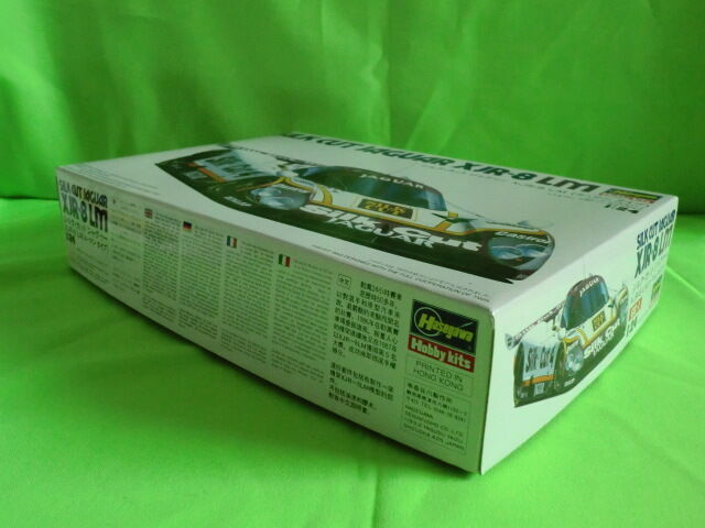HASEGAWA  SILK CUT JAGUAR XJR-8 LM  -  UNBUILT KIT  - 1 24  -  IN GOOD CONDITION