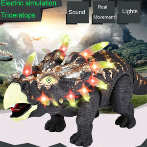 Gehende-Triceratops-Dinosaurier-Abbildung-mit-Lichtklaengen-scherzt-Spielzeug