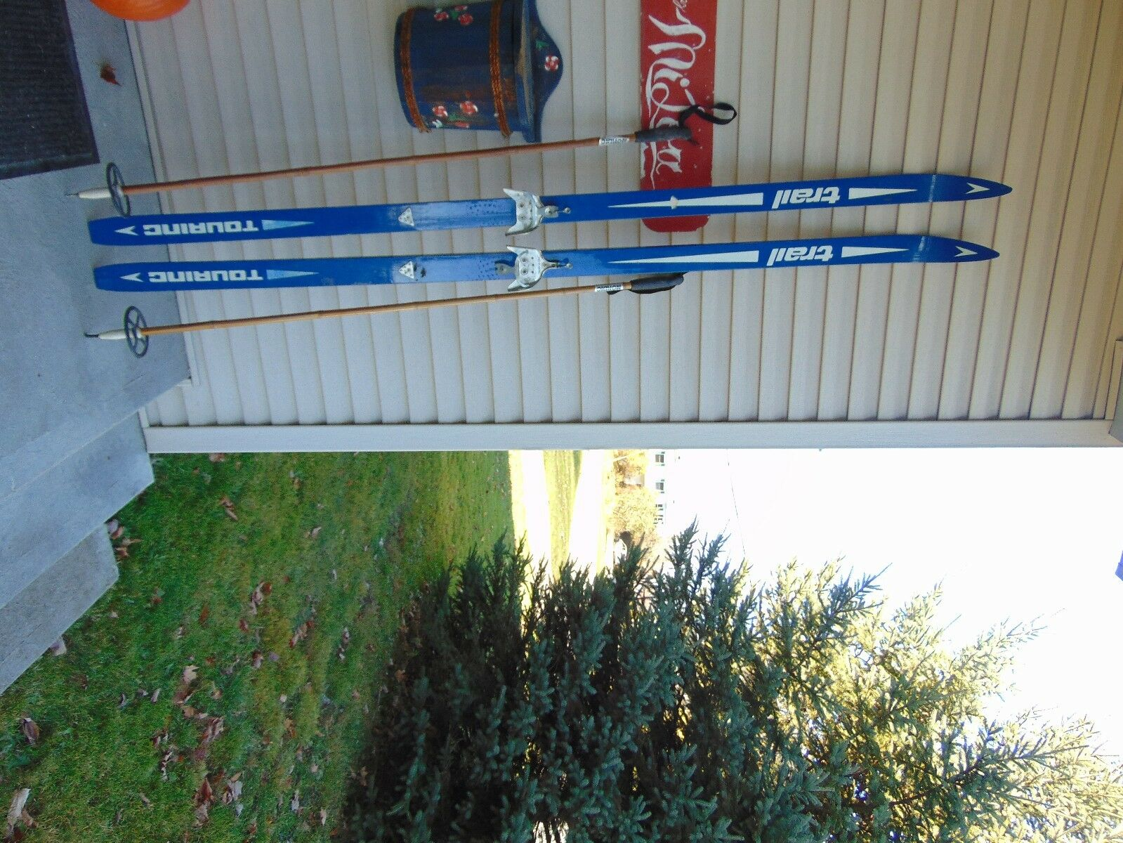 Vintage  skis    79  long  + pole  chalet decor   nice  here has the latest