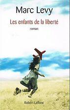 MARC LEVY LES ENFANTS DE LA LIBERTE + PARIS POSTER GUIDE