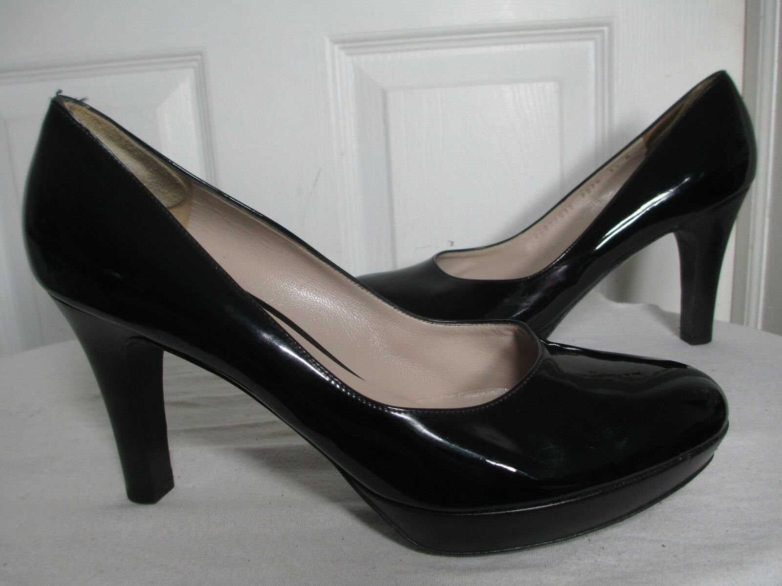 SALVATORE FERRAGAMO BLACK PATENT LEATHER PLATFORM CLASSIC PUMPS HEELS 9½ B