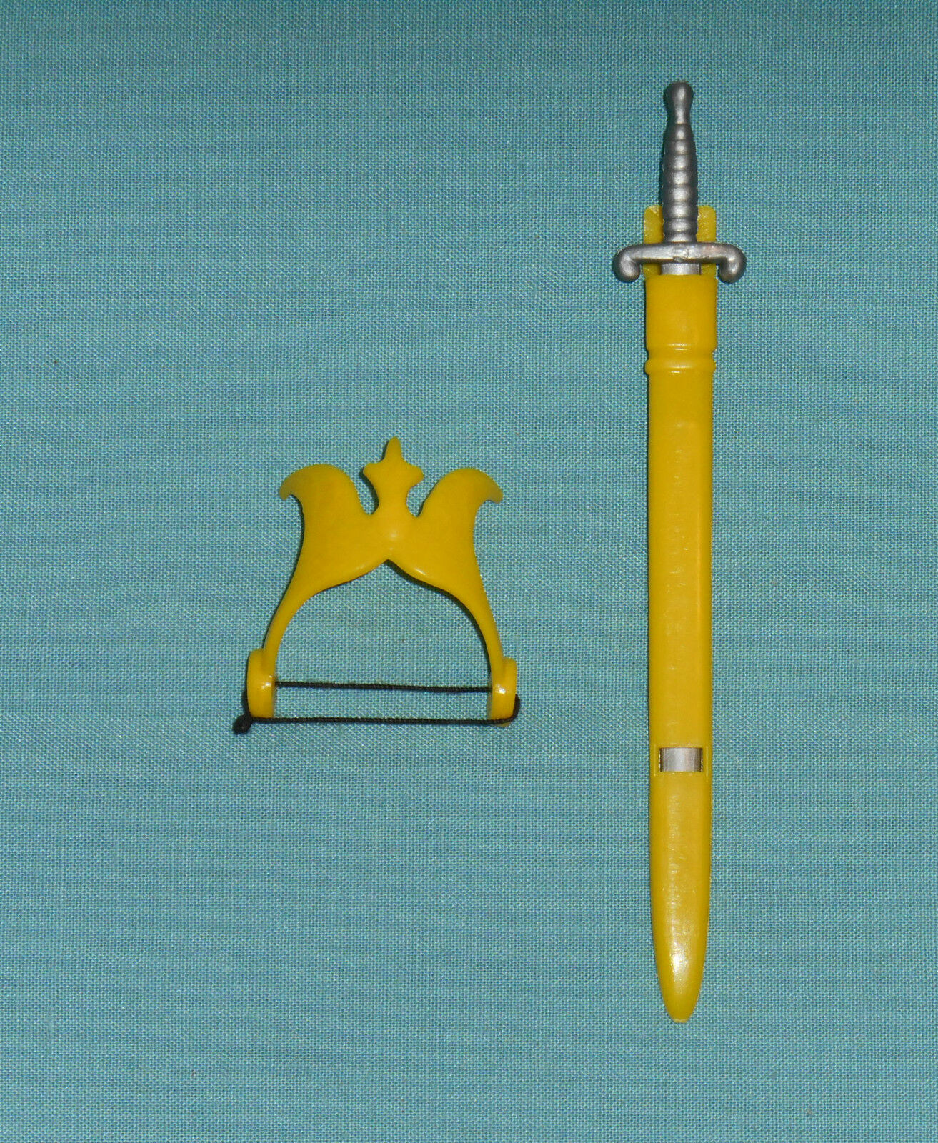 Vintage Mego Flash Gordon DALE ARDEN CROWN, SWORD & SHEATH weapons parts lot