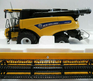 Model Combine Harvester NEW HOLLAND CR10.90 1/32nd Scale Model By UH