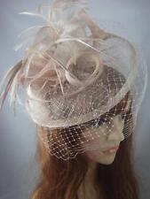 NUDE BEIGE Sinamay Fascinator con cappello con Birdcage Velo-occasione MATRIMONIO RAZZE