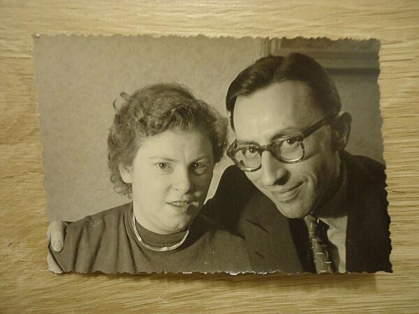 """""""die Eltern"""": Alte Sw-fotografie, Sw-foto, 50-er Jahre, Ehepaar, Eheleute, Paar! Aromatischer Charakter Und Angenehmer Geschmack"""