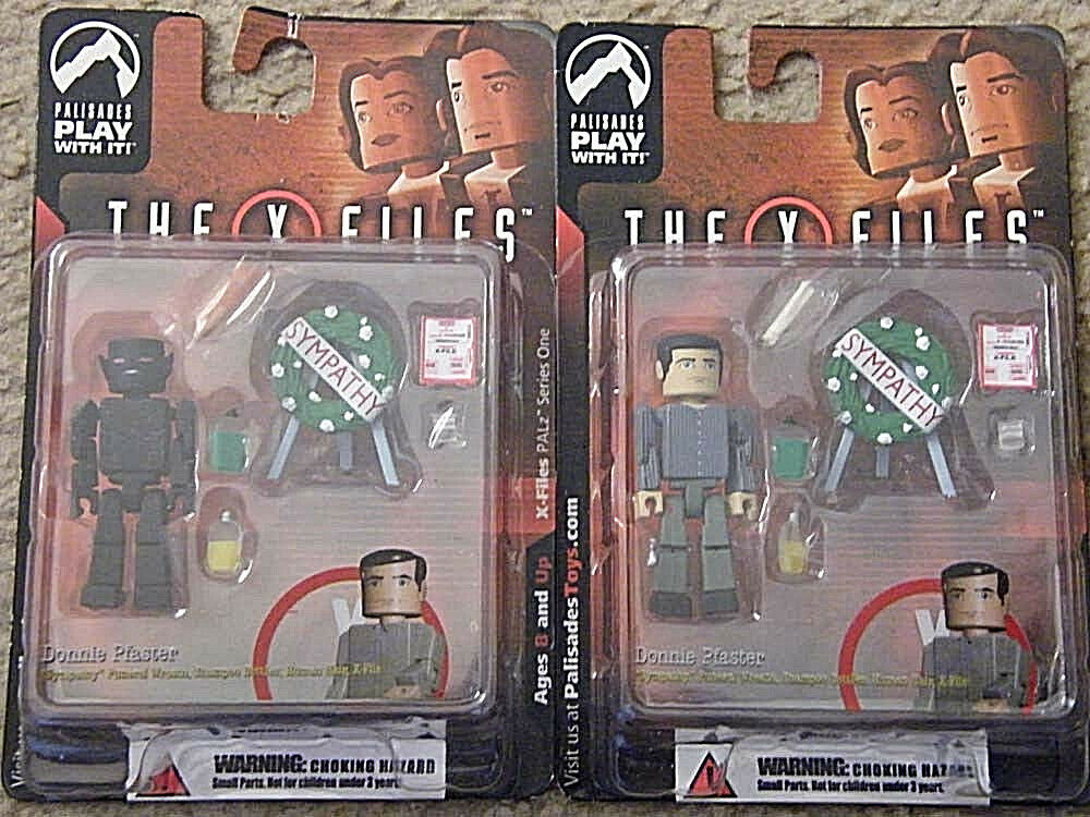 New  2005  Set of 2  X-Files  PALz  figure  Donnie Pfaster  +  Variant  Series 1