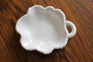 Vintage-Milk-Glass-Leaf-Pattern-Trinket-Tray-Candy-Dish-7-25-034-x-6-034