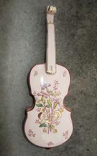 Très belle bouquetière Art Nouveau en faïence Fives Lille forme de violon fleuri