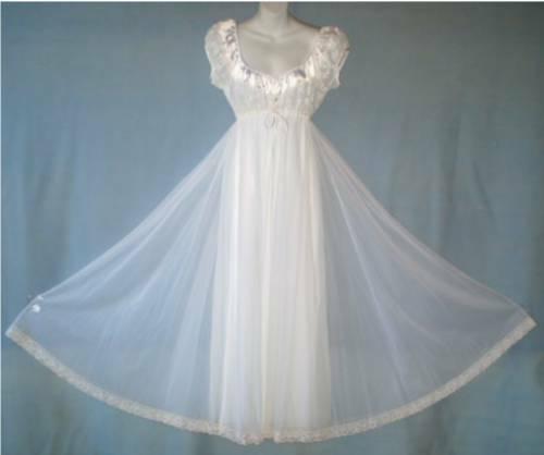 Vintage LUCIE ANN Snow White Peignoir/Nightgown NW