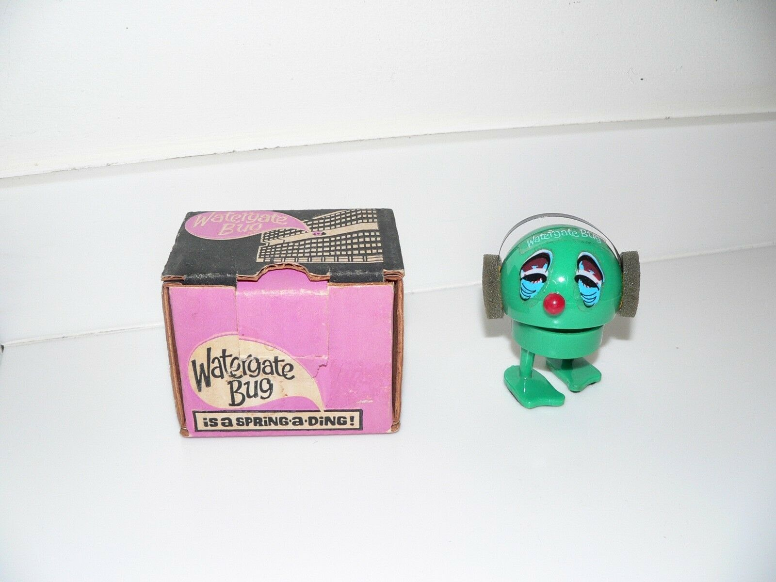 RARE 1973 Bobbing Watergate Bug   Spring-a-Ding in Original Box - Made in USA