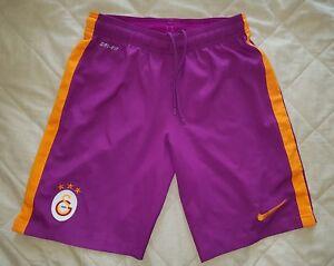 Détails sur Galatasaray Football Shorts Small Violet Violet afficher le titre d'origine