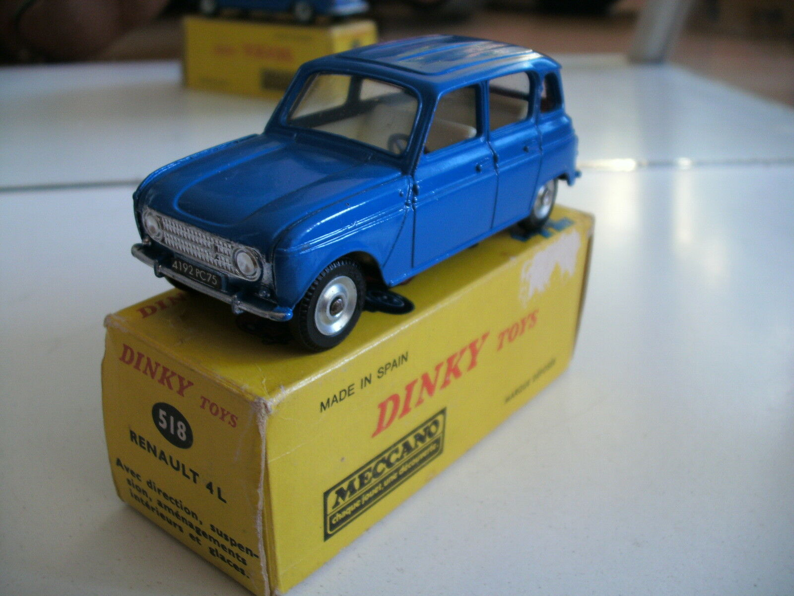 caliente Dinky Juguetes Renault 4L in azul azul azul on 1 43 in Box (Made in Spain)  descuento online