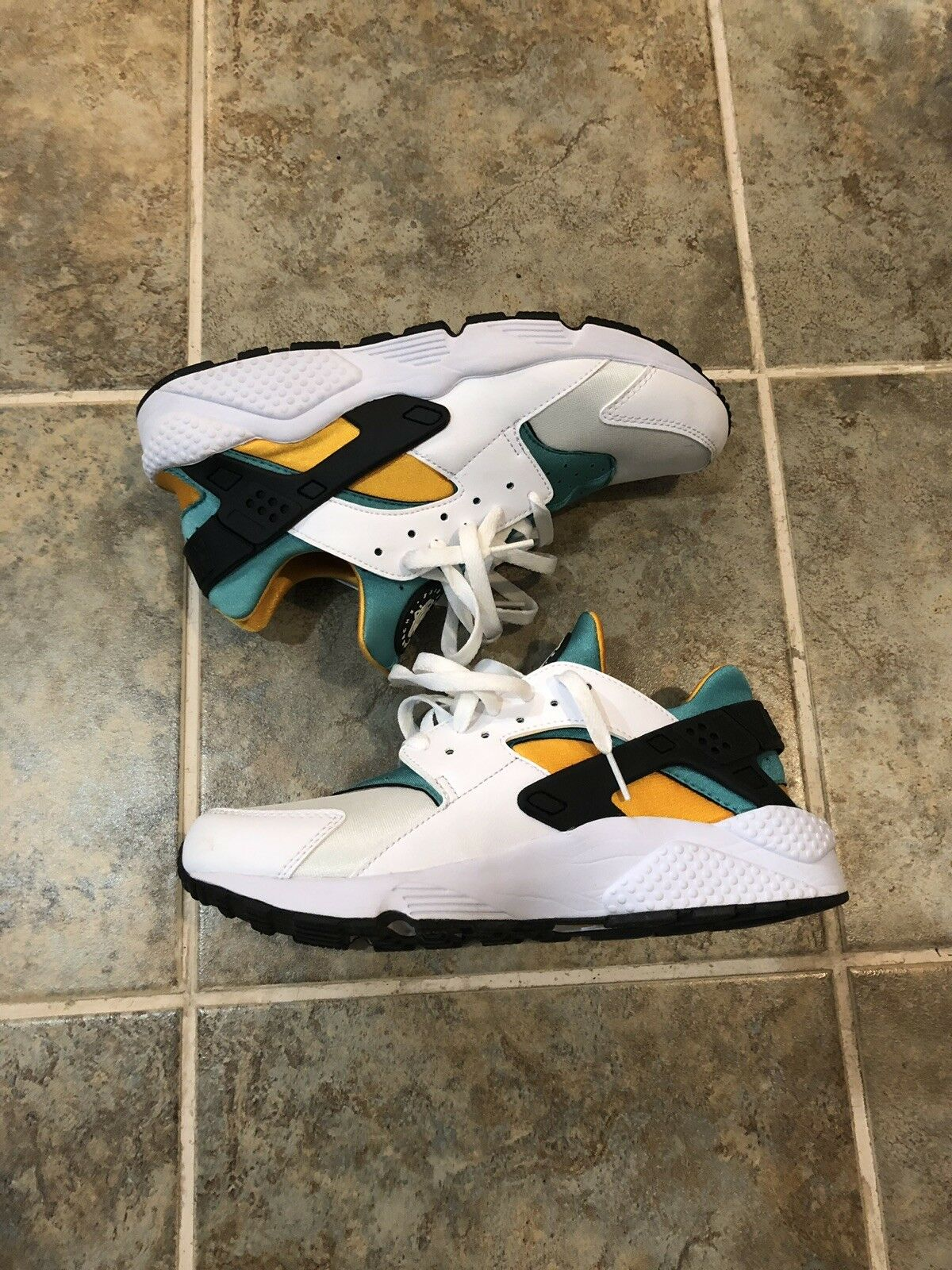 MEN'S NIKE AIR HUARACHE SHOES SIZE 9