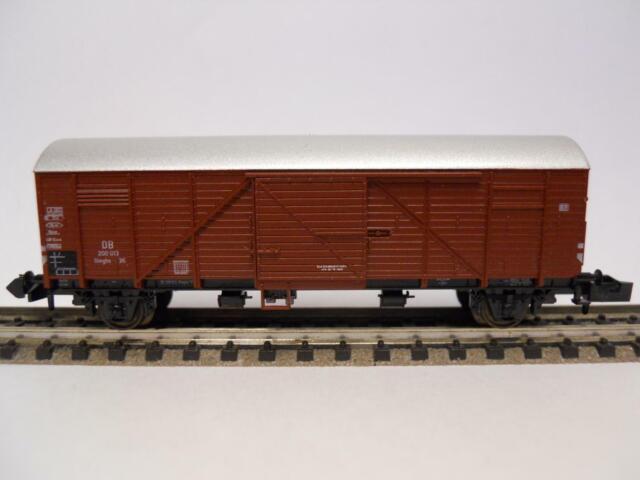 MINITRIX Gedeckter Güterwagen (32699)