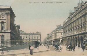 PARIS-Rue-de-Rivoli-au-Louvre-France