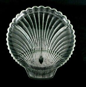 Vintage-Clear-Glass-Sea-Shell-Plate-Serving-Tray-Scalloped-Edges-Beach-Ocean