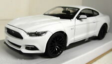 Maisto 1/24 Scale 31508 2015 Ford Mustang GT 5.0 White Diecast model car