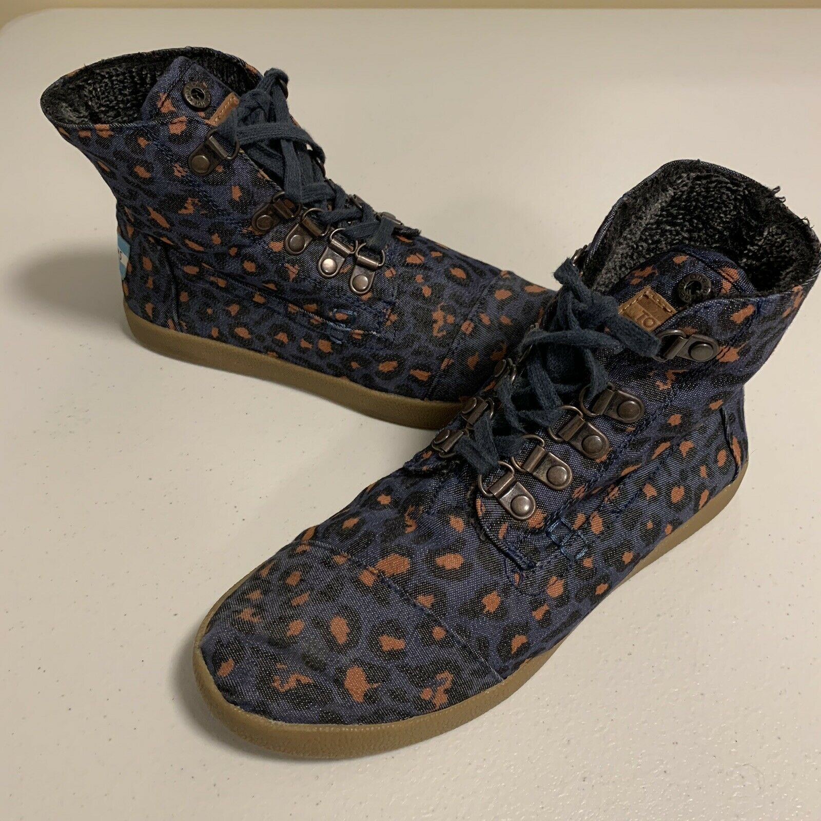 Toms Women's Size 6 High Top Ankle Shoes Fleece Lined Blue Pink Leopard