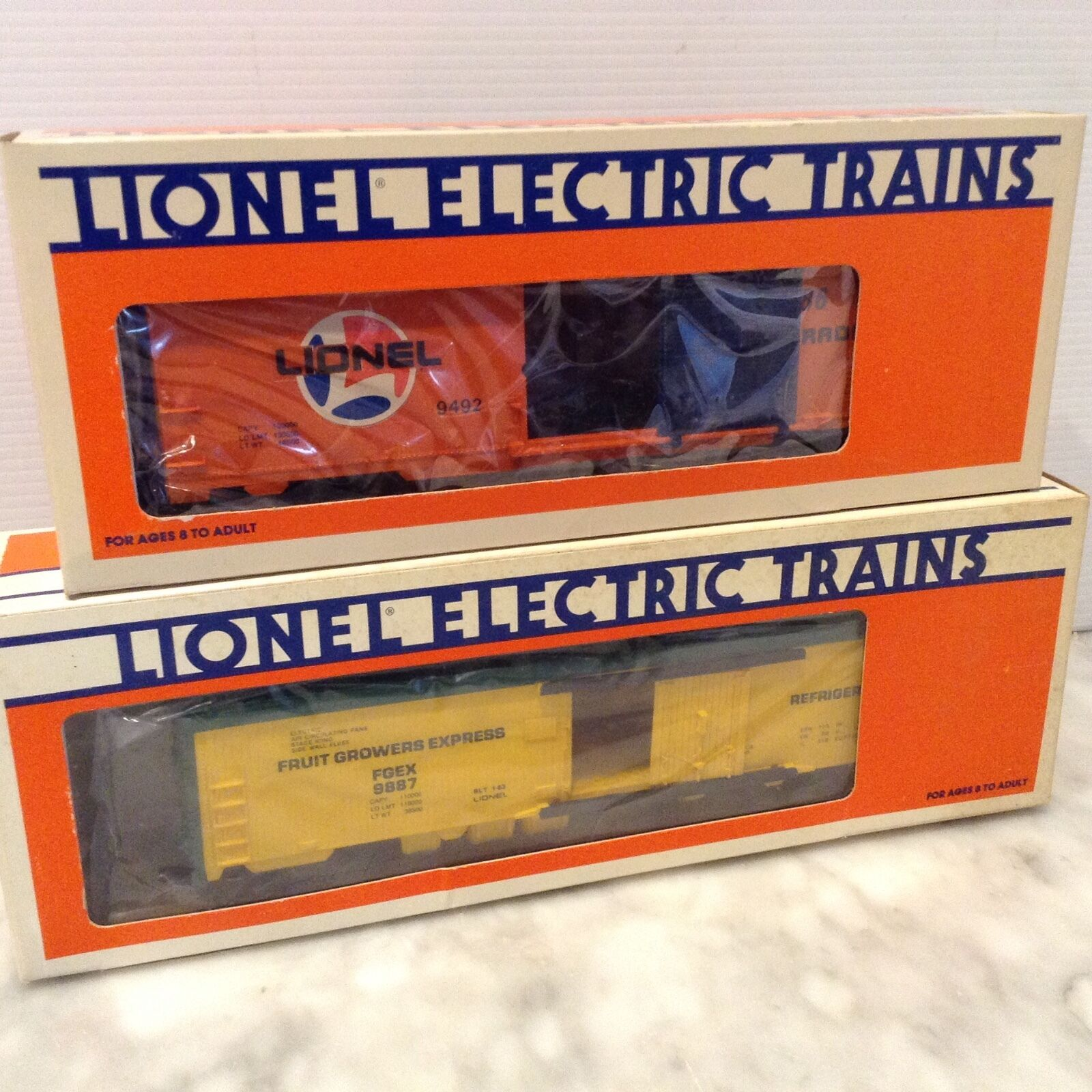 LIONEL 6-9887 EXPRESS REEFER FRUIT GROWERS CAR &6-9492 BOX CAR -NEW IN BOX
