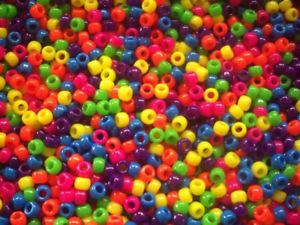 100-Mini-Pony-Beads-Mixed-Neon-Glitter-or-Transparent-FOR-DUMMY-CLIPS-BRADING