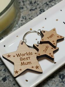 PERSONALISED MOTHERS DAY GIFT WOODEN KEYRING WORLDS BEST MUMMY NANNY DADDY DAD