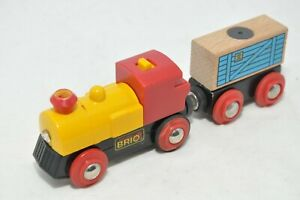 BRIO-TWO-WAY-BATTERY-ENGINE-33225-and-TENDER-for-Brio-wooden-train-sets