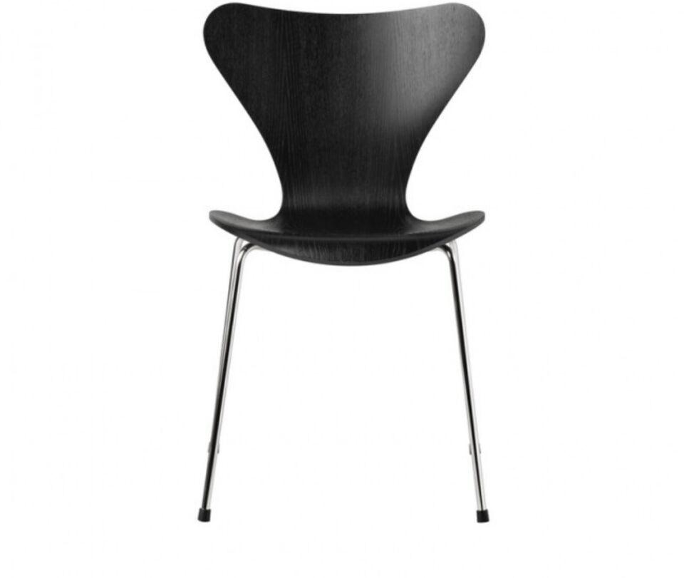 Arne Jacobsen, 7'er , Den klassiske stol i sort ask med chrom