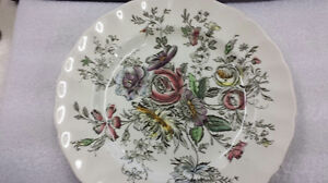 Johnson-Bros-Sheraton-10-Inch-round-Collectible-Plate-Made-In-England