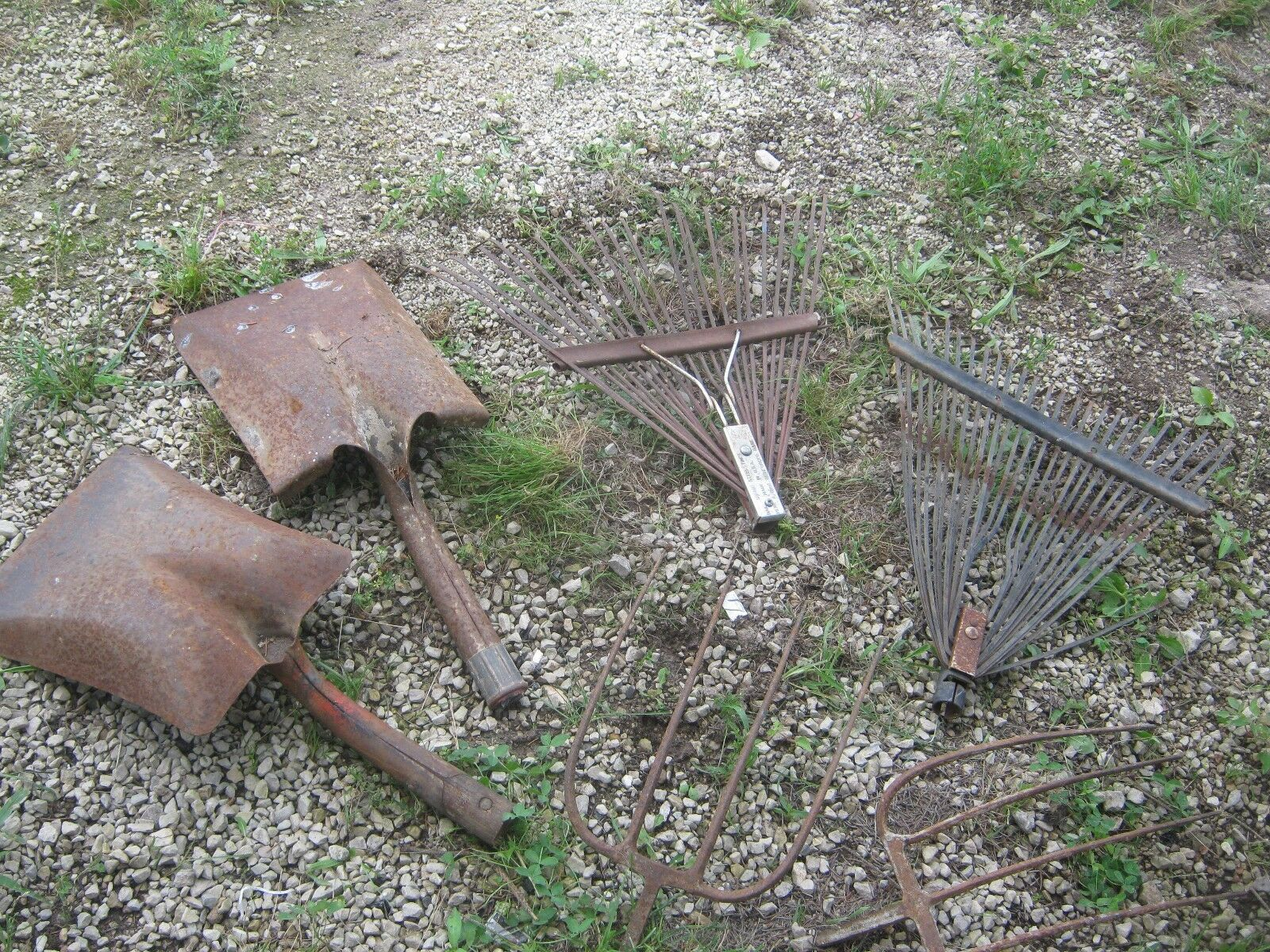 6 Used Assorted Shovels Rakes Forks Garden Tools good for decor