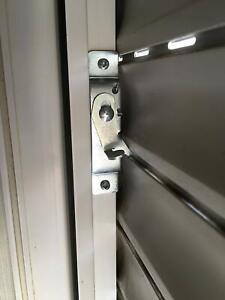 Professionelle-Rolladensicherung-Einbruchschutz-einbruchsichere-Fenstersicherung