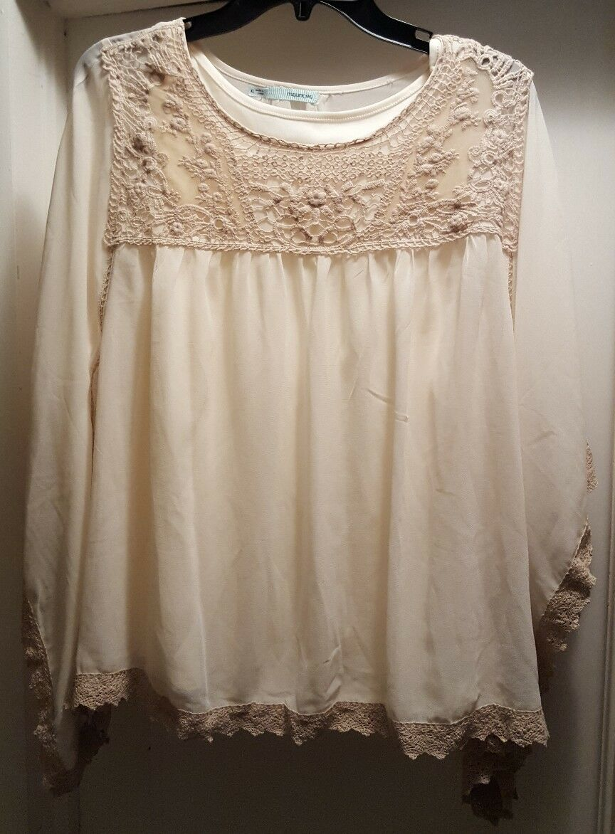 ☆NWT BEAUTIFUL MAURICES LACE ACCENT TOP SIZE XL☆