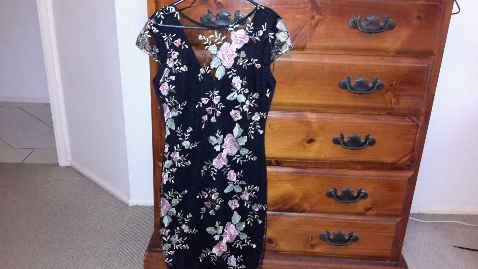 NEW Lipsy Floral embroidery cap sleeve dress, size 10, RRP