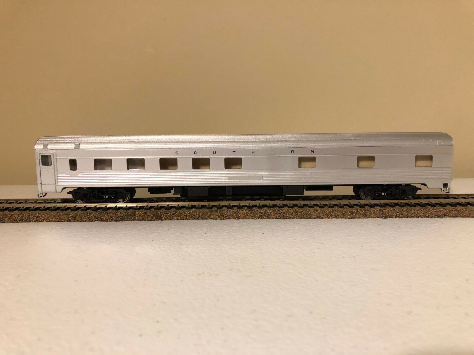 Walthers Models Models HO Southern 85' Budd 10-6 Sleeper