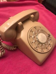 Vintage-Northern-Telecom-500-Tan-Beige-Rotary-Dial-Desk-phone-Parts-Not-Working