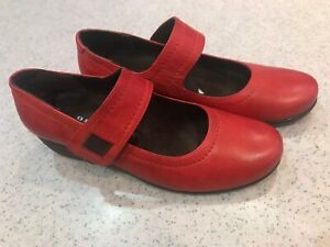BNNB PAVERS RED MARY JANE WEDGE SHOES