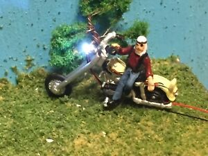 HO-Scale-Motorcycle-w-Light