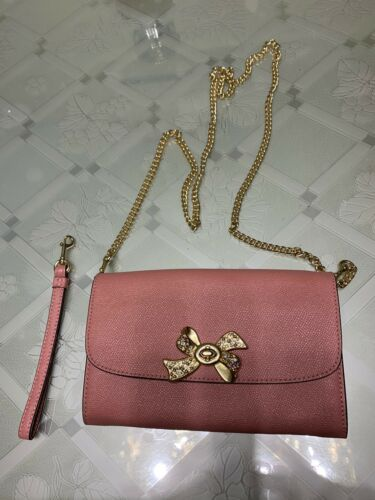 Coach F31480 Turnlock Bow Chain Crossbody Wristlet