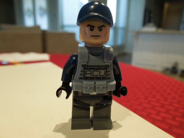 Claire Dearing jw012 NEW LEGO Claire FROM SET 75917 JURASSIC WORLD