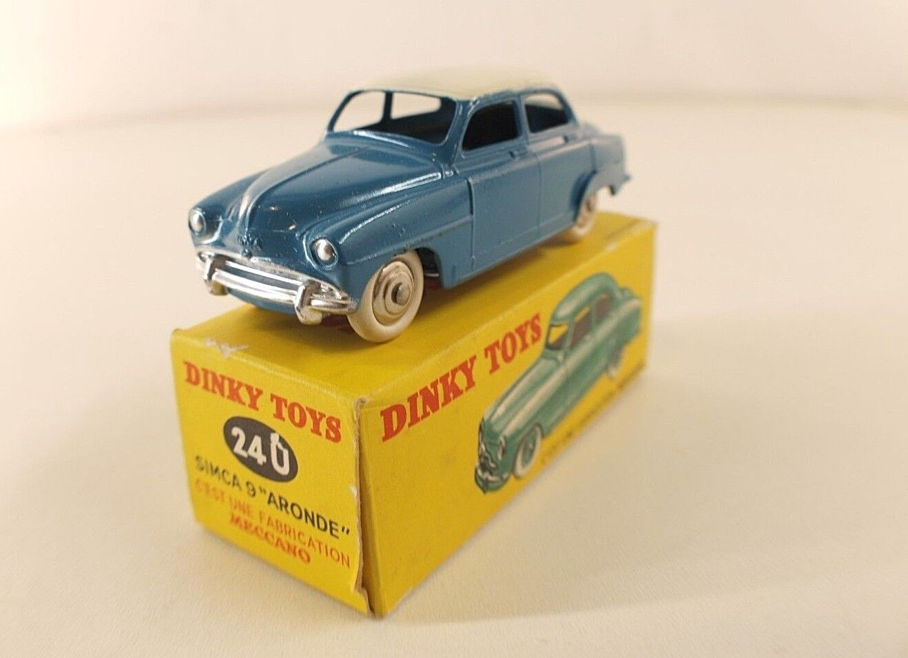 Dinky toys F nº 24 u simca 9 dove bicolor never played in box rare