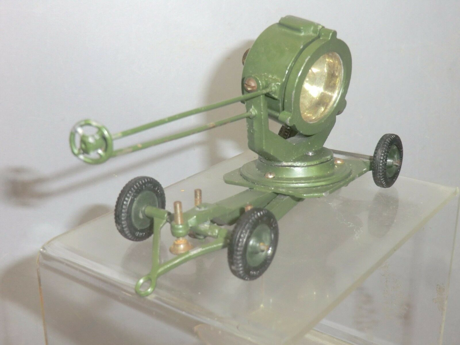 VINTAGE BRITAINS  MODEL No.1718   MOBILE ANTI-AIRCRAFT SEARCHLIGHT   2nd VERSION
