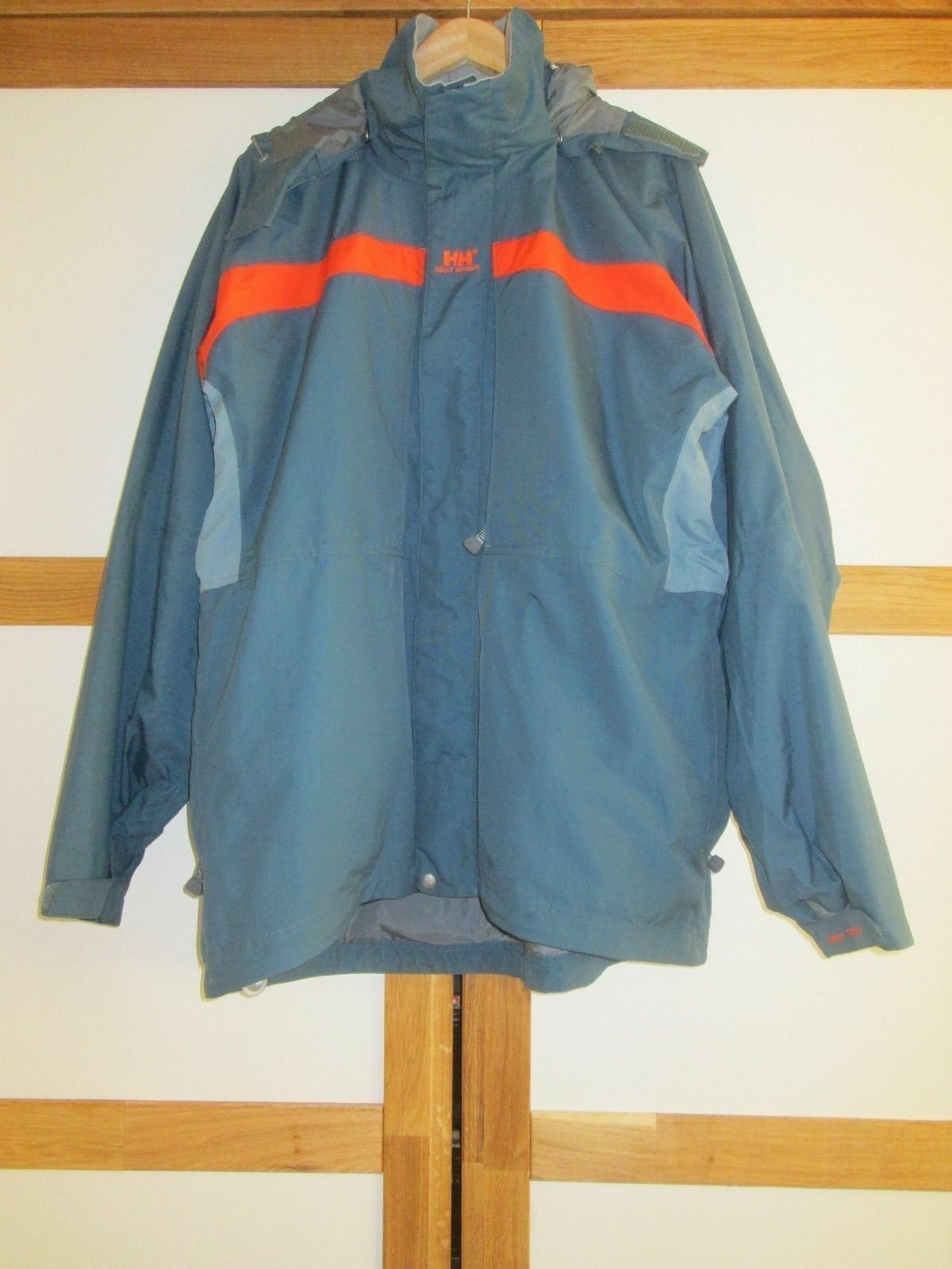 Mens HELLY HANSEN HOODED WATERPROOF COAT SIZE XL NEW WITHOUT ORIGINAL TAGS