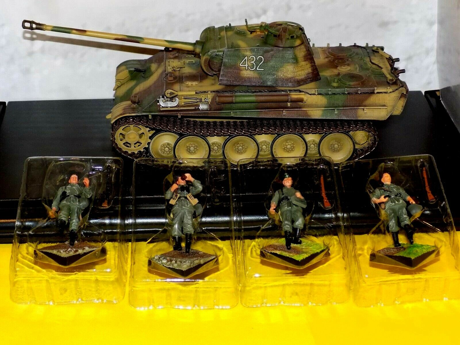 Sd.Kfz.171 Panther G GERMAN ARMY FRANCE 1944 W 4 FIGURES DRAGON ARMOR 61034 1 35