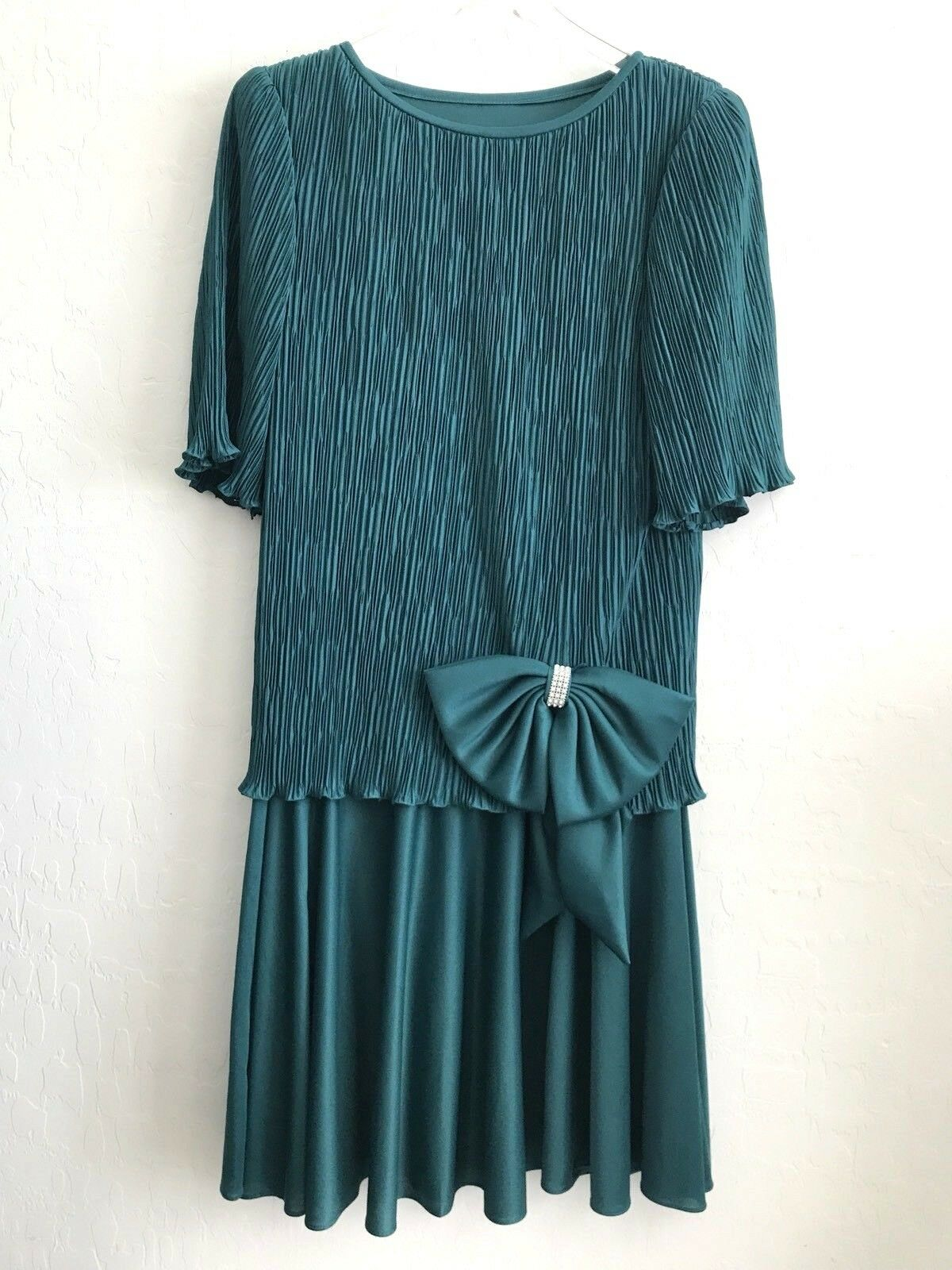 Vintage After Dark Women's - Green Pleated Top w  Flared Skirt + Bow - Size 8