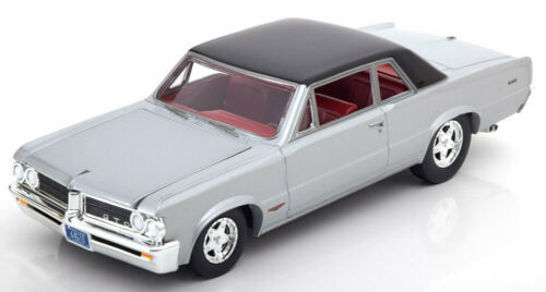 1:24 ertl//auto World Pontiac GTO 1964 Silver//Black