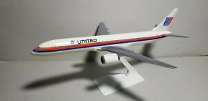 WOOSTER-W186-UNITED-034-SAUL-BASS-034-757-200-1-200-SCALE-PLASTIC-SNAPFIT-MODEL