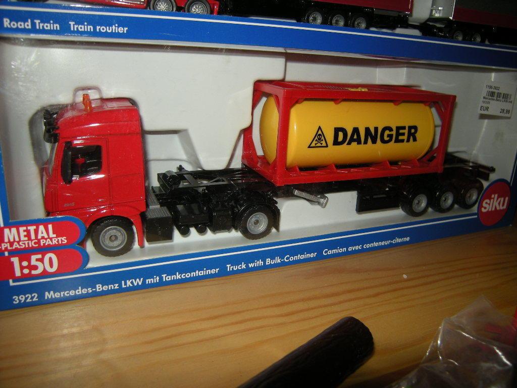 1 50 Siku Mercedes-Benz camion avec tankcontainer Nº 3922 Neuf dans sa boîte