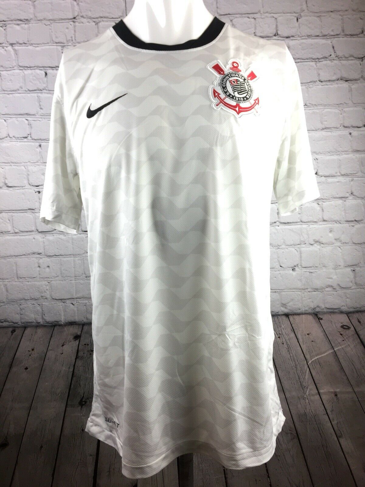 Corinthians paulista Camiseta De Fútbol Home  Kit de tamaño mediano. Brasil 9 Nike en muy buena condición.  marca